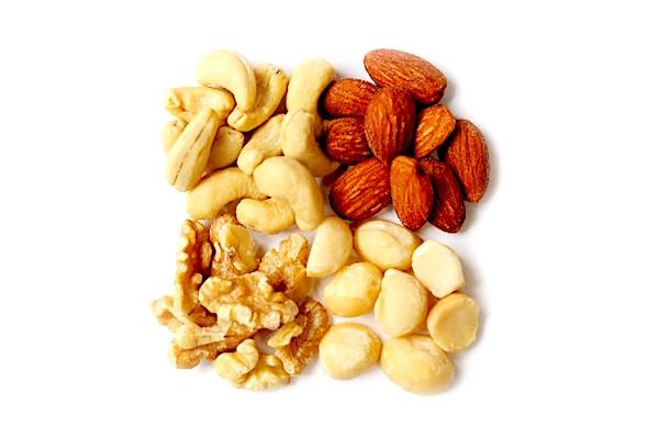ナッツ類はオレイン酸などの不飽和脂肪酸が豊富